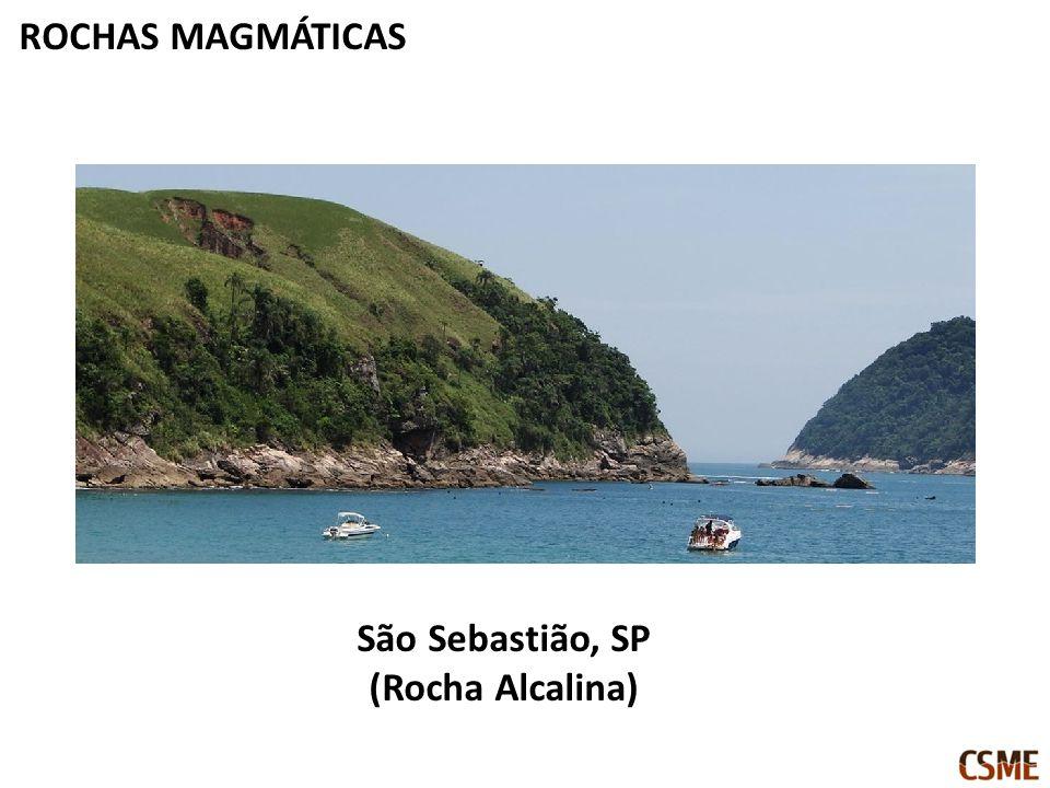 ROCHAS MAGMÁTICAS São Sebastião, SP (Rocha Alcalina)