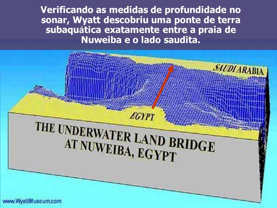 Verificando as medidas de profundidade no sonar, Wyatt descobriu uma ponte de terra subaqu á tica exatamente entre a praia de Nuweiba e o lado saudita