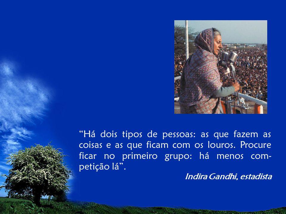 Eu sou aquela mulher que fez a escalada da montanha da vida removendo pedras e plantando flores. Cora Coralina, poetisa