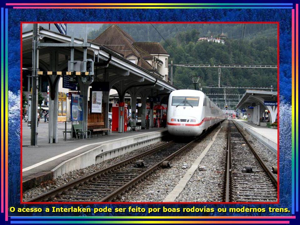 O acesso a Interlaken pode ser feito por boas rodovias ou modernos trens.