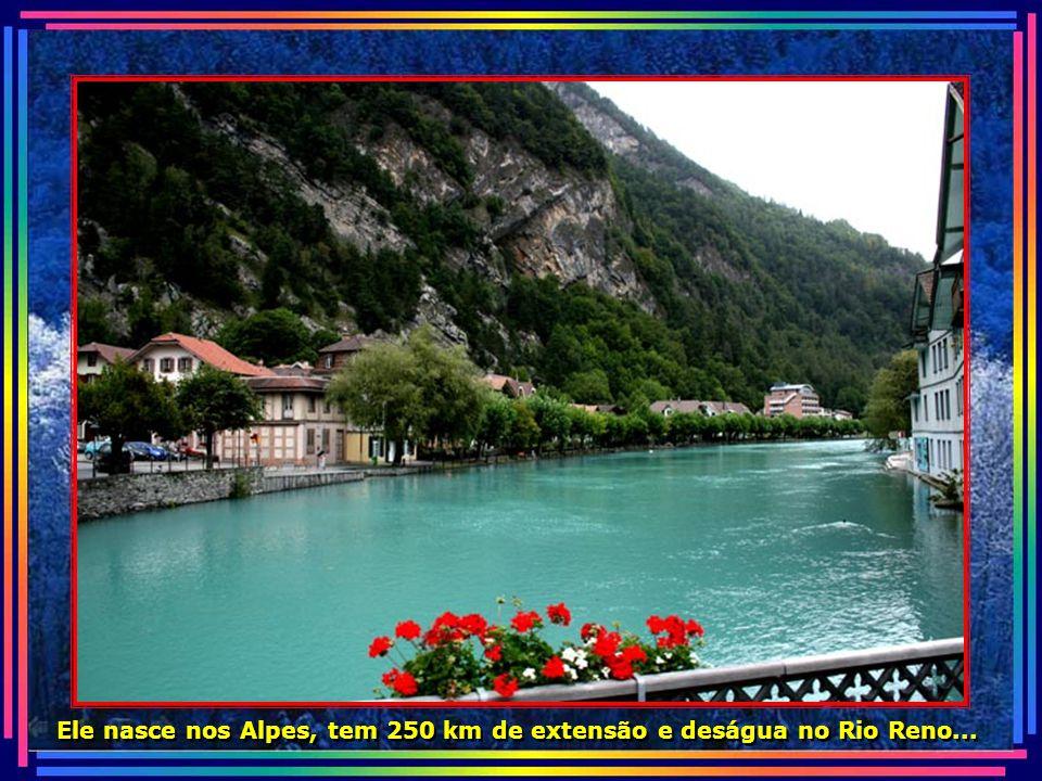 Interlaken é banhada pelo Rio Aar, cujas águas tem a cor azul turquesa...