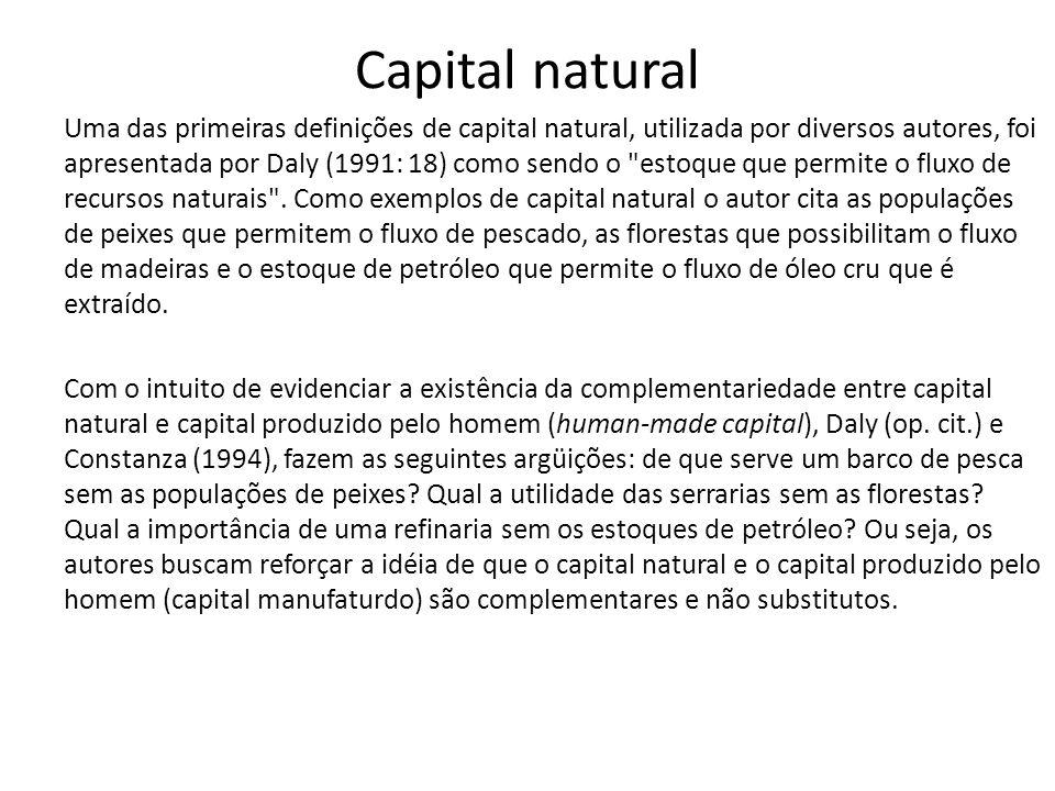 Capital natural Uma das primeiras definições de capital natural, utilizada por diversos autores, foi apresentada por Daly (1991: 18) como sendo o estoque que permite o fluxo de recursos naturais .