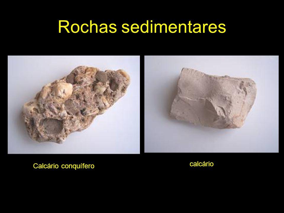 Rochas metamórficas Quando uma rocha é sujeita a pressões e/ou temperaturas muito elevadas e sofre transformações na sua mineralogia, textura ou composição química, dá origem a uma rocha metamórfica.
