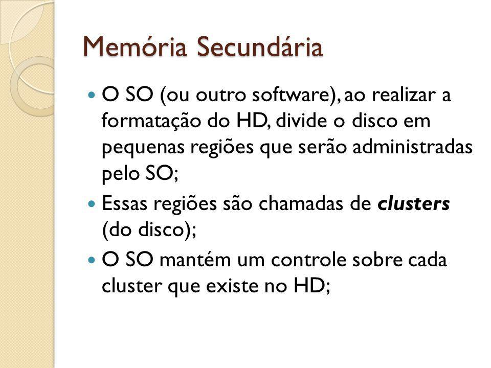 Memória Secundária O SO (ou outro software), ao realizar a formatação do HD, divide o disco em pequenas regiões que serão administradas pelo SO; Essas