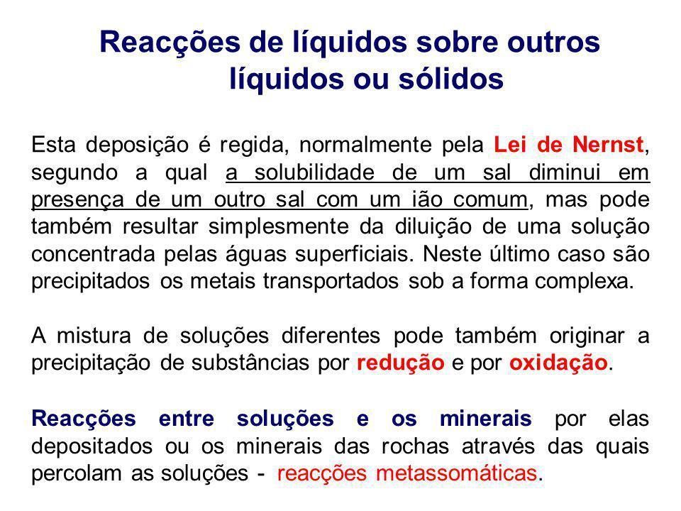 Reacções de líquidos sobre outros líquidos ou sólidos Esta deposição é regida, normalmente pela Lei de Nernst, segundo a qual a solubilidade de um sal