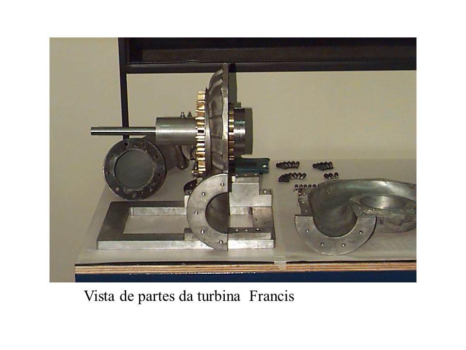 Vista de partes da turbina Francis