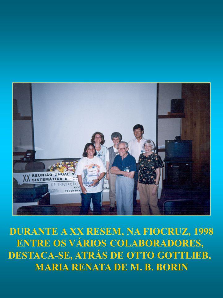DURANTE A XX RESEM, NA FIOCRUZ, 1998 ENTRE OS VÁRIOS COLABORADORES, DESTACA-SE, ATRÁS DE OTTO GOTTLIEB, MARIA RENATA DE M. B. BORIN