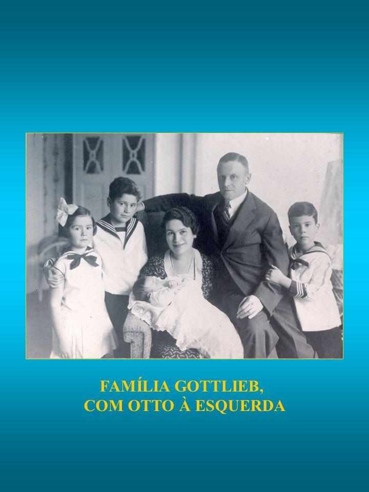 FAMÍLIA GOTTLIEB, COM OTTO À ESQUERDA