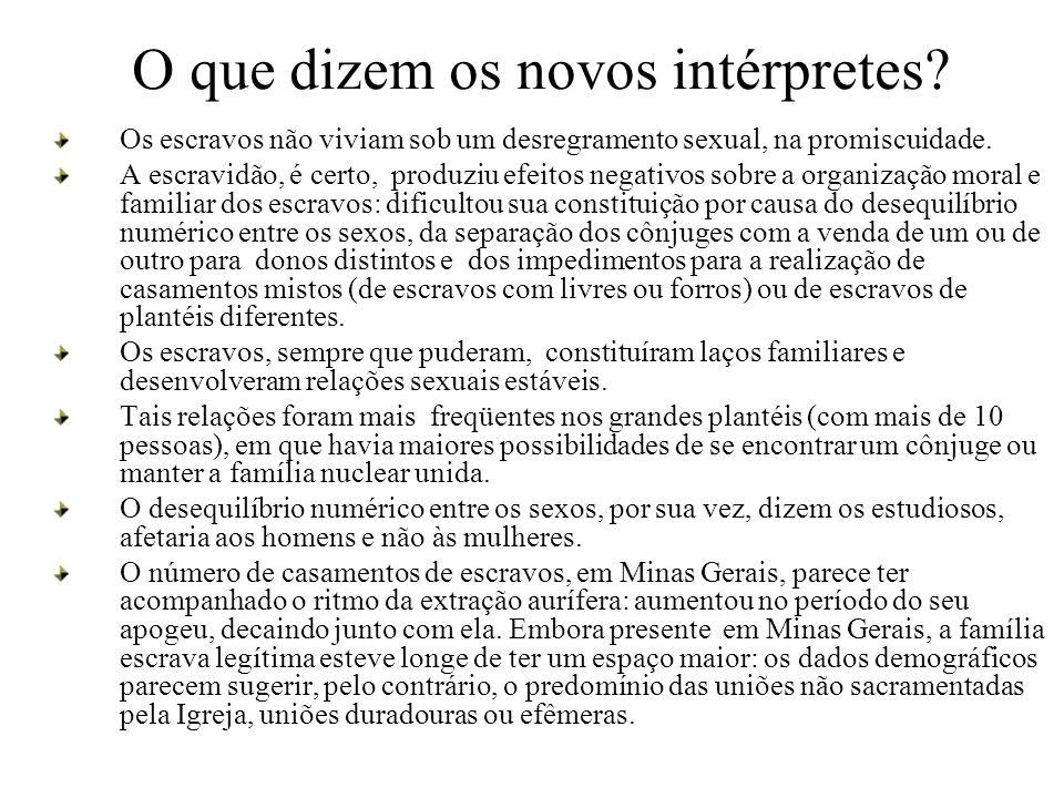 O que dizem os novos intérpretes? Os escravos não viviam sob um desregramento sexual, na promiscuidade. A escravidão, é certo, produziu efeitos negati