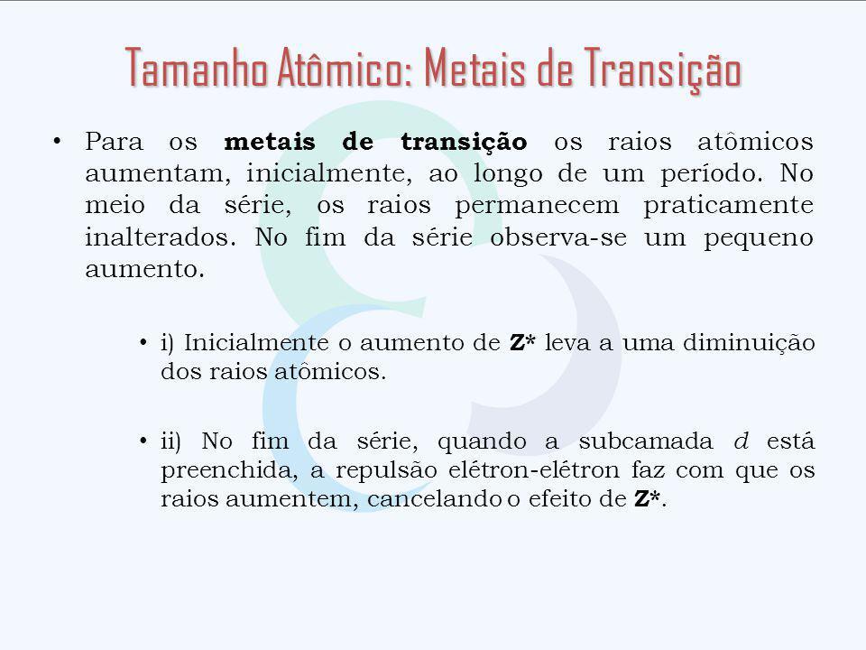 Para os metais de transição os raios atômicos aumentam, inicialmente, ao longo de um período. No meio da série, os raios permanecem praticamente inalt