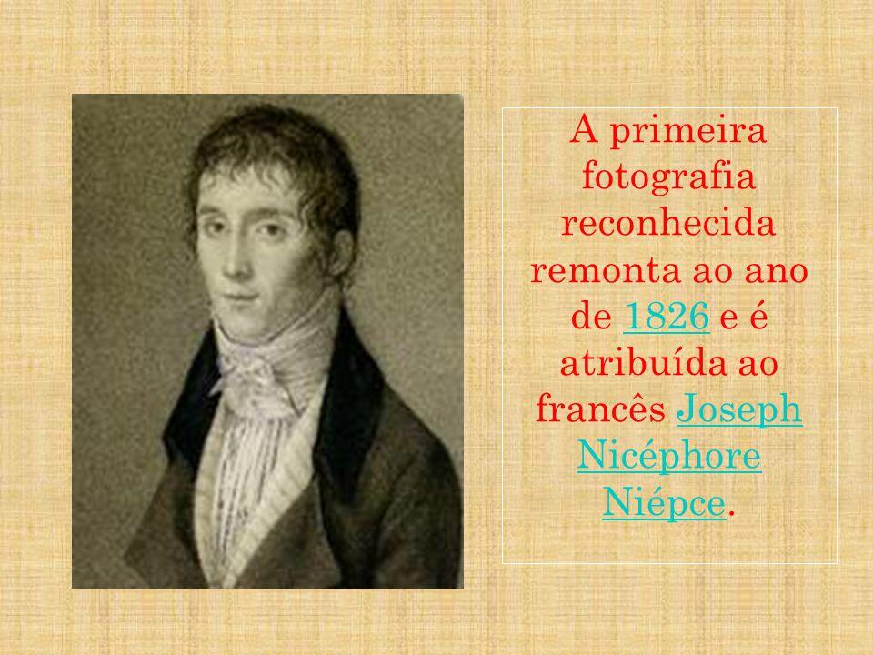 A primeira fotografia reconhecida remonta ao ano de 1826 e é atribuída ao francês Joseph Nicéphore Niépce.1826Joseph Nicéphore Niépce