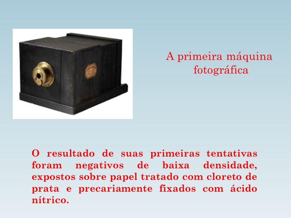 A primeira máquina fotográfica O resultado de suas primeiras tentativas foram negativos de baixa densidade, expostos sobre papel tratado com cloreto d