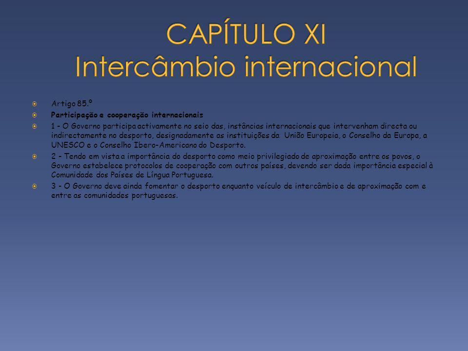 Artigo 85.º Participação e cooperação internacionais 1 - O Governo participa activamente no seio das, instâncias internacionais que intervenham direct