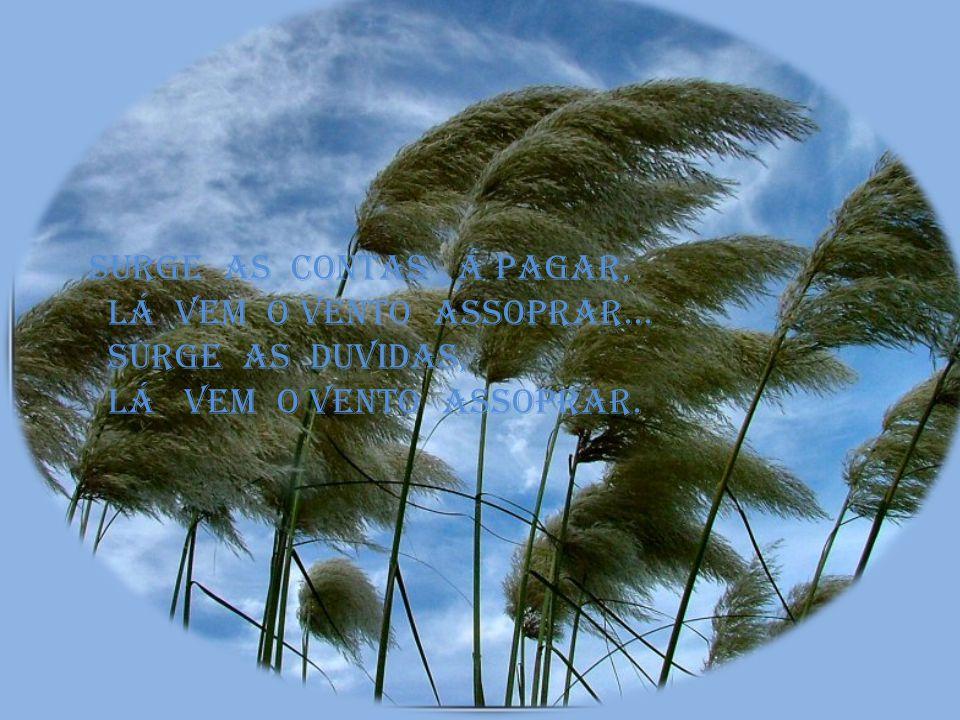 L á vem o vento assoprar... Surge a tristeza a falsidade, Lá vem o vento assoprar... Surge o vazio... Lá vem o vento assoprar...