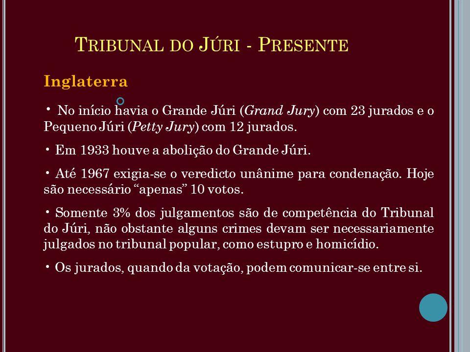 T RIBUNAL DO J ÚRI - P RESENTE Inglaterra No início havia o Grande Júri ( Grand Jury ) com 23 jurados e o Pequeno Júri ( Petty Jury ) com 12 jurados.