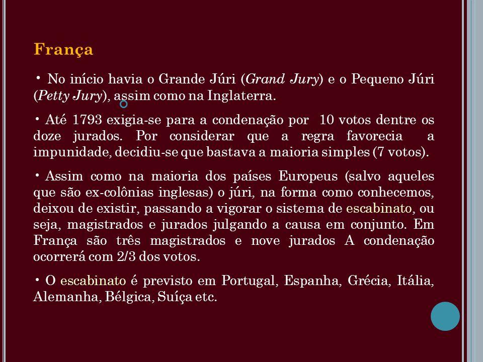França No início havia o Grande Júri ( Grand Jury ) e o Pequeno Júri ( Petty Jury ), assim como na Inglaterra. Até 1793 exigia-se para a condenação po