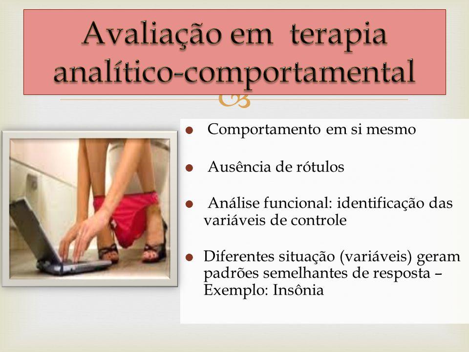 Comportamento em si mesmo Ausência de rótulos Análise funcional: identificação das variáveis de controle Diferentes situação (variáveis) geram padrões