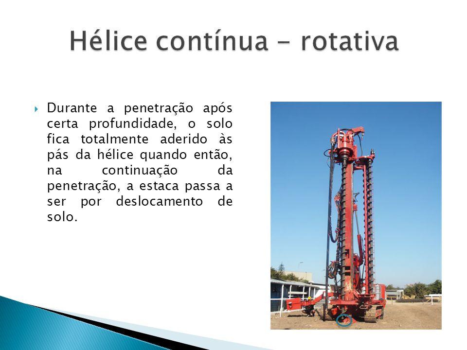 Durante a penetração após certa profundidade, o solo fica totalmente aderido às pás da hélice quando então, na continuação da penetração, a estaca pas