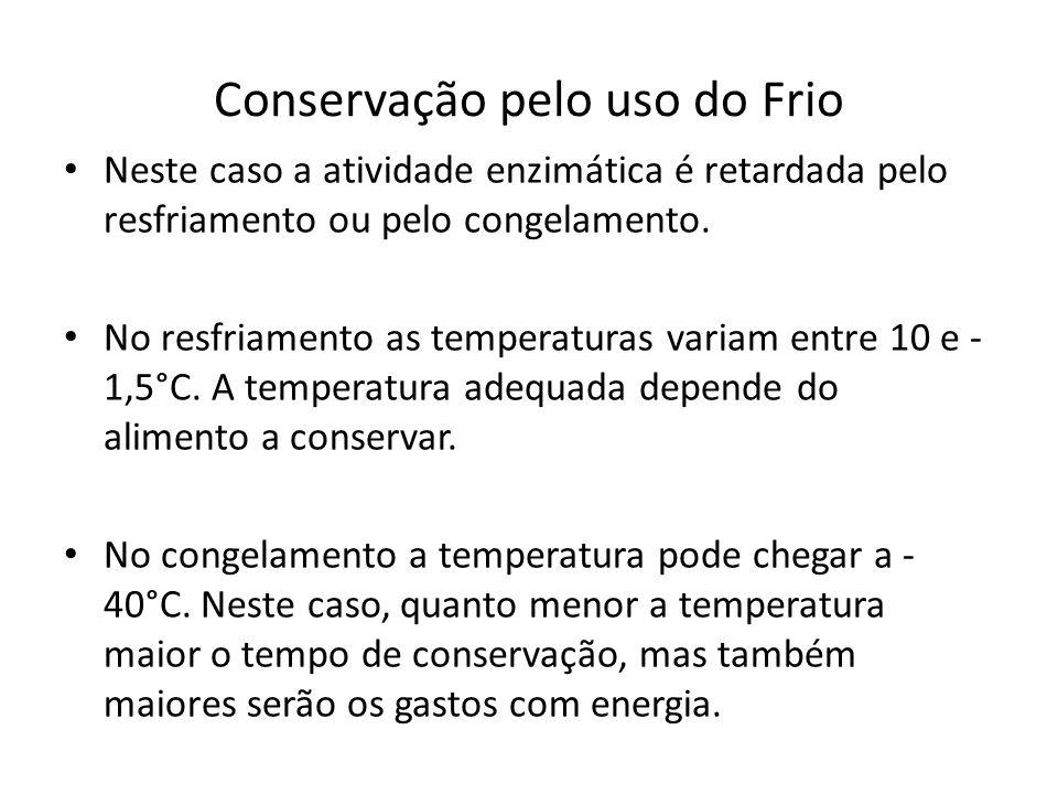 Conservação pelo uso do Frio Neste caso a atividade enzimática é retardada pelo resfriamento ou pelo congelamento. No resfriamento as temperaturas var