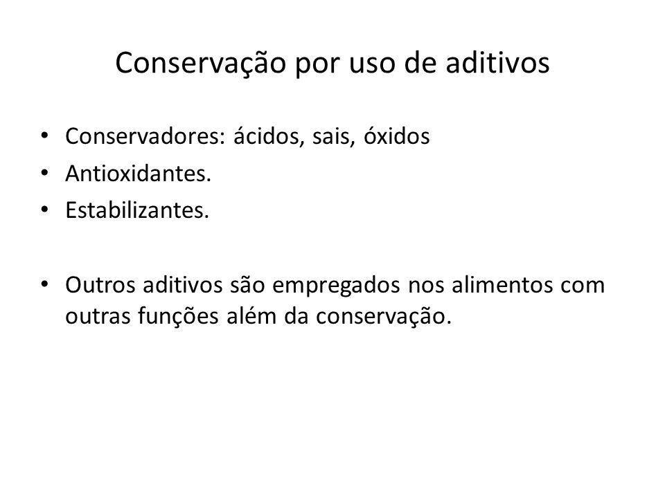 Conservação por uso de aditivos Conservadores: ácidos, sais, óxidos Antioxidantes. Estabilizantes. Outros aditivos são empregados nos alimentos com ou