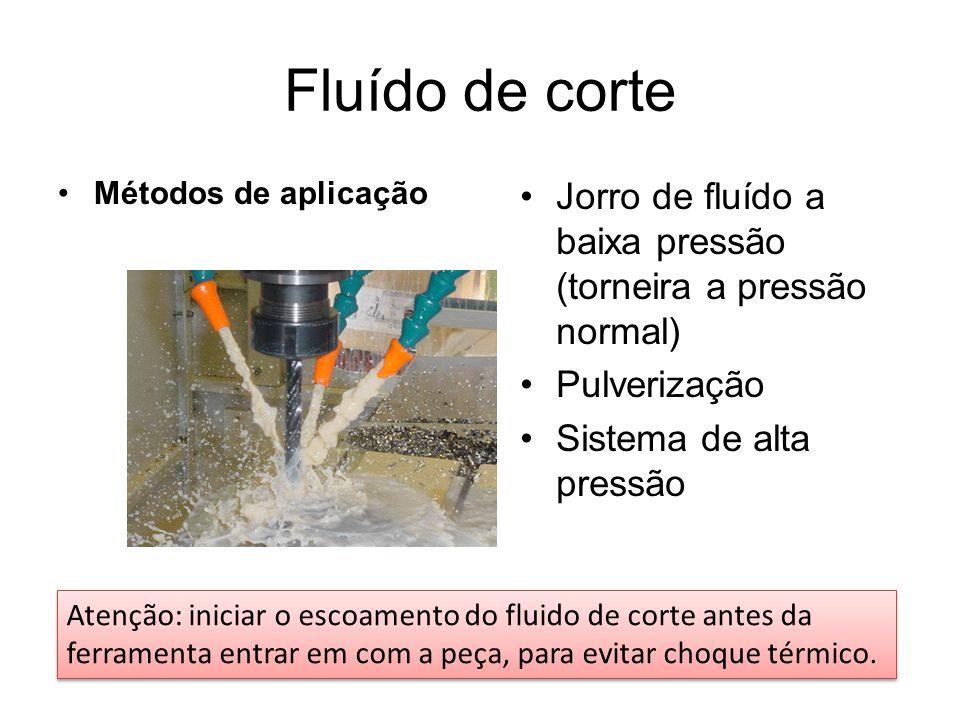 Fluído de corte Métodos de aplicação Jorro de fluído a baixa pressão (torneira a pressão normal) Pulverização Sistema de alta pressão Atenção: iniciar o escoamento do fluido de corte antes da ferramenta entrar em com a peça, para evitar choque térmico.