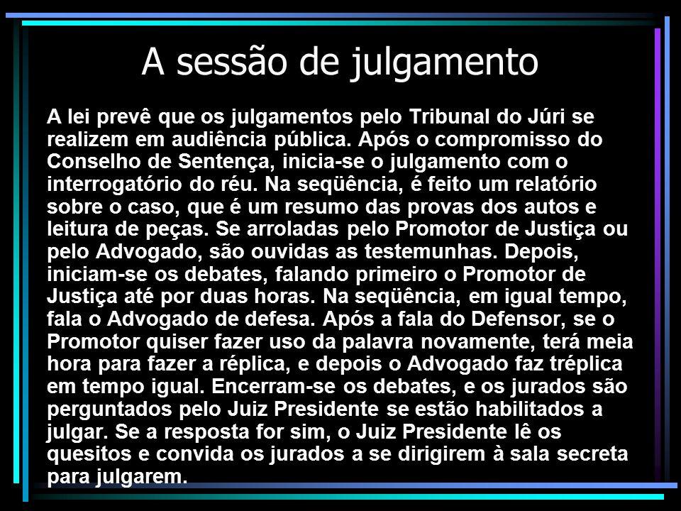 A sessão de julgamento A lei prevê que os julgamentos pelo Tribunal do Júri se realizem em audiência pública.