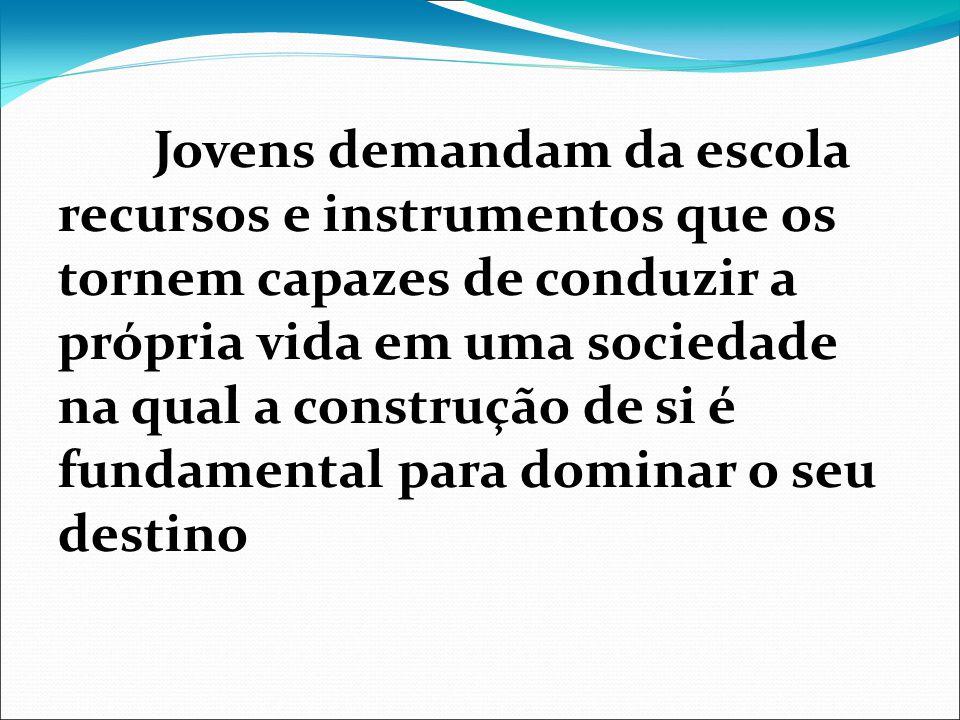 Jovens demandam da escola recursos e instrumentos que os tornem capazes de conduzir a própria vida em uma sociedade na qual a construção de si é funda