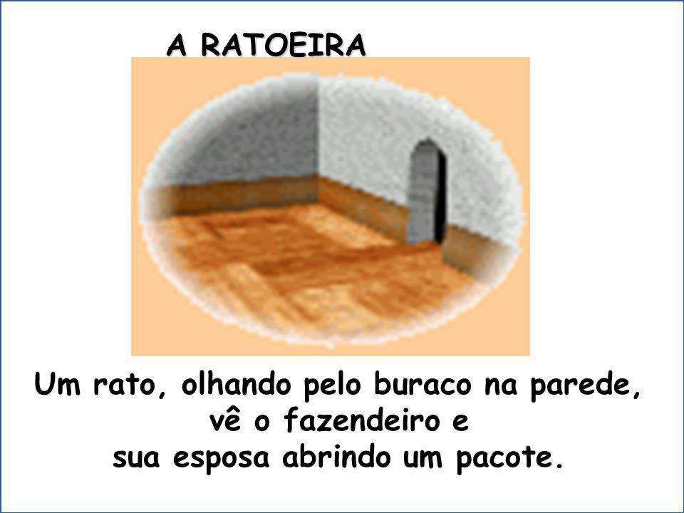Um rato, olhando pelo buraco na parede, Um rato, olhando pelo buraco na parede, vê o fazendeiro e vê o fazendeiro e sua esposa abrindo um pacote.