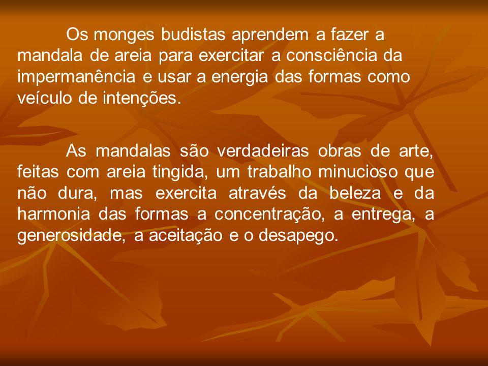Os monges budistas aprendem a fazer a mandala de areia para exercitar a consciência da impermanência e usar a energia das formas como veículo de inten
