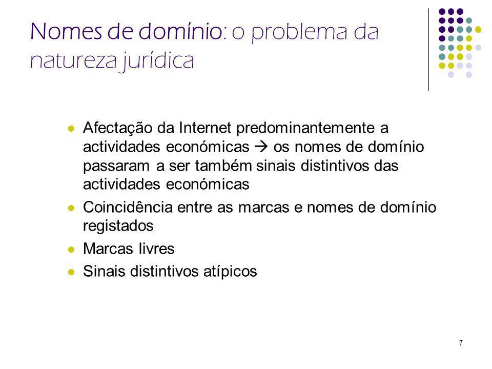 7 Nomes de domínio: o problema da natureza jurídica Afectação da Internet predominantemente a actividades económicas os nomes de domínio passaram a ser também sinais distintivos das actividades económicas Coincidência entre as marcas e nomes de domínio registados Marcas livres Sinais distintivos atípicos