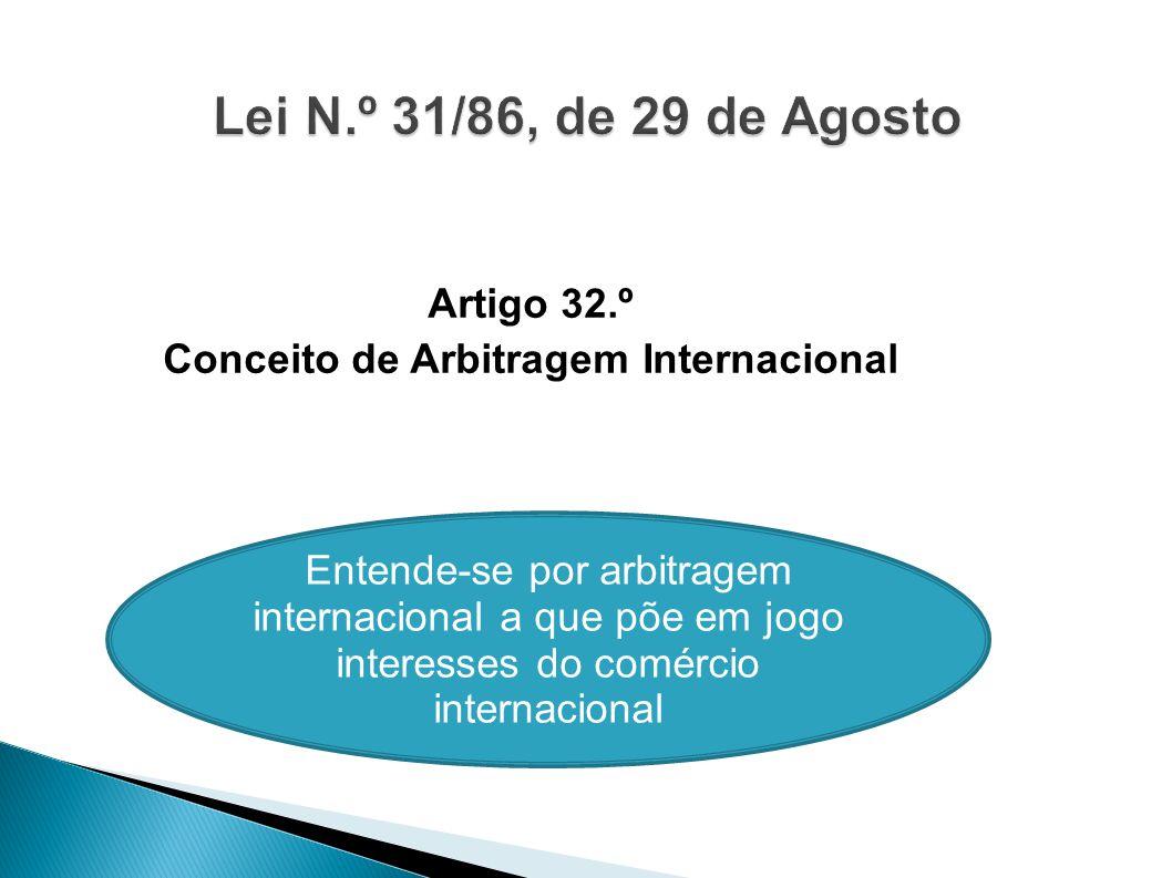 Artigo 32.º Conceito de Arbitragem Internacional Entende-se por arbitragem internacional a que põe em jogo interesses do comércio internacional