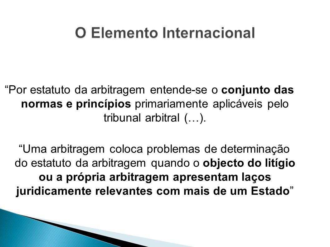 Por estatuto da arbitragem entende-se o conjunto das normas e princípios primariamente aplicáveis pelo tribunal arbitral (…). Uma arbitragem coloca pr