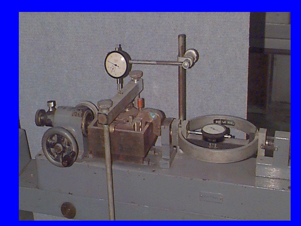 Comportamento triaxial clássico 2ª Fase: corte –Aumento da força deviatórica, com a manutenção da pressão na câmara Círculo de Mohr a r F r =cte a