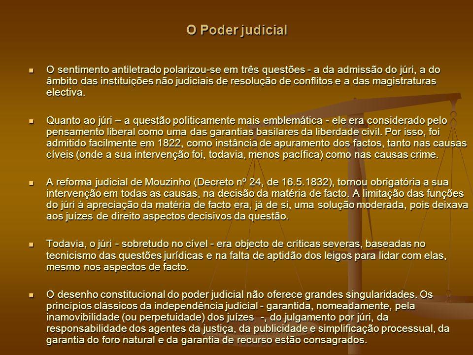 O Poder judicial O sentimento antiletrado polarizou-se em três questões - a da admissão do júri, a do âmbito das instituições não judiciais de resolução de conflitos e a das magistraturas electiva.