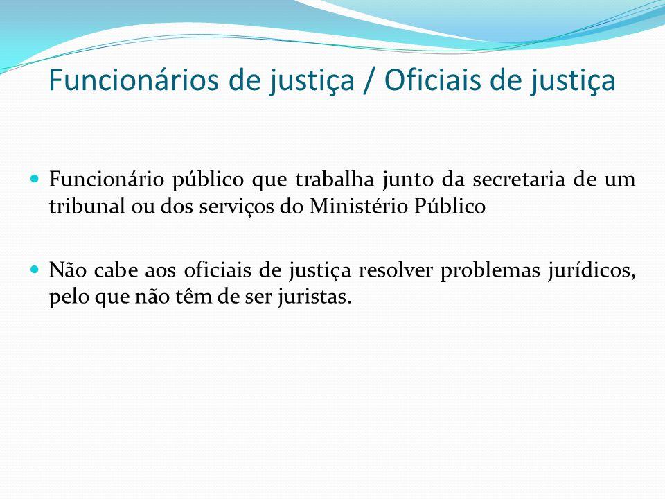 Funcionários de justiça / Oficiais de justiça Funcionário público que trabalha junto da secretaria de um tribunal ou dos serviços do Ministério Públic