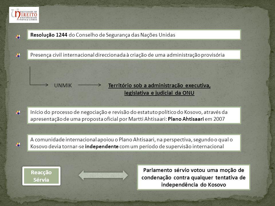 Declaração de Independência do Kosovo e o Direito Internacional Acto Unilateral de Independência: A respectiva validade, no plano das fontes normativas de Direito Internacional, se impõe por si mesmo, não precisando do apoio de outros preceitos Declaração data de 17 de Fevereiro de 2008 feita pelo Parlamento Kosovar Funda-se na proposta global sobre o estatuto do Kosovo de Ahtisaari A independência do País não deve ser considerada um precedente para outras zonas de conflito Criação de uma República democrática e multi-étnica baseada no tratamento igual de todos os povos perante a lei Prevê a adopção de uma Constituição que garantirá a protecção das minorias étnicas, em especial da comunidade sérvia.