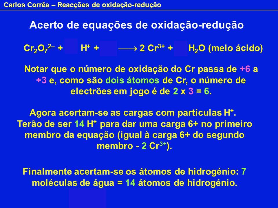 Carlos Corrêa – Reacções de oxidação-redução Cr 2 O 7 2– + 14 H + + 6e – 2 Cr 3+ + 7 H 2 O (meio ácido) Notar que o número de oxidação do Cr passa de