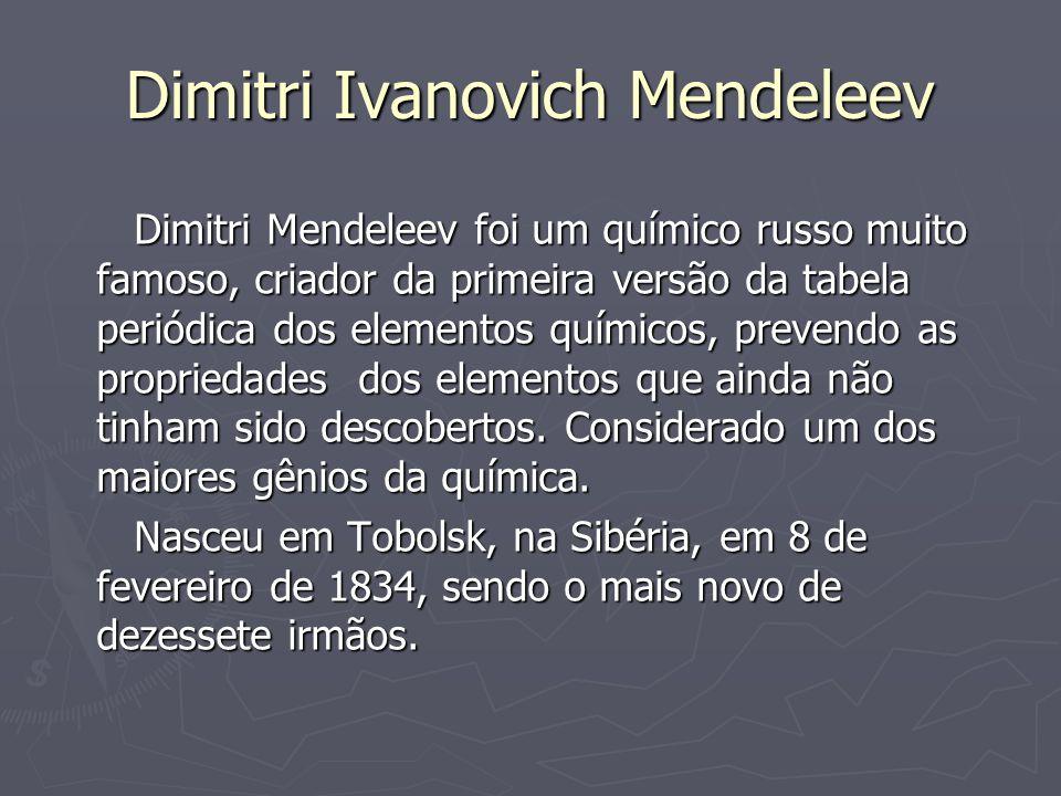Vida e obra Em 1869, escreveu seu livro de química inorgânica, organizou os elementos na forma da tabela periódica atual.Mendeleev começou sua pesquisa sobre periodicidade ao iniciar seu trabalho como professor na Universidade de São Petersburgo.Os dados eram anotados em cartões, que eram fixados na parede de seu laboratório e, conforme observava alguma semelhança, mudava a posição dos cartões.Criou uma carta para cada um dos 63 elementos conhecidos naquela época.Cada uma continha o símbolo do elemento, a massa atômica e as suas propriedades químicas e físicas.