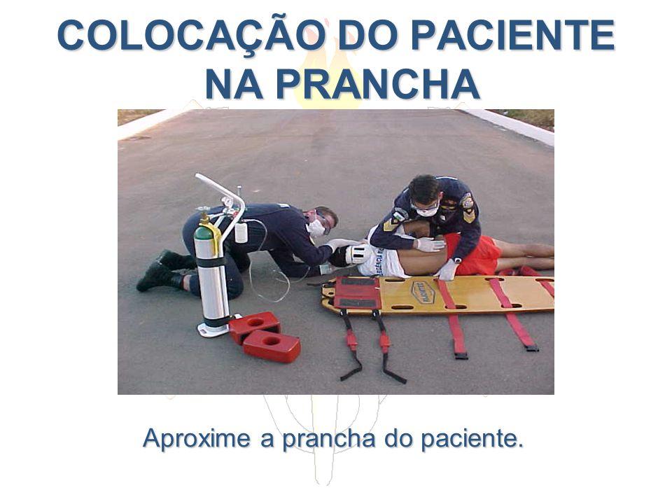COLOCAÇÃO DO PACIENTE NA PRANCHA Aproxime a prancha do paciente.