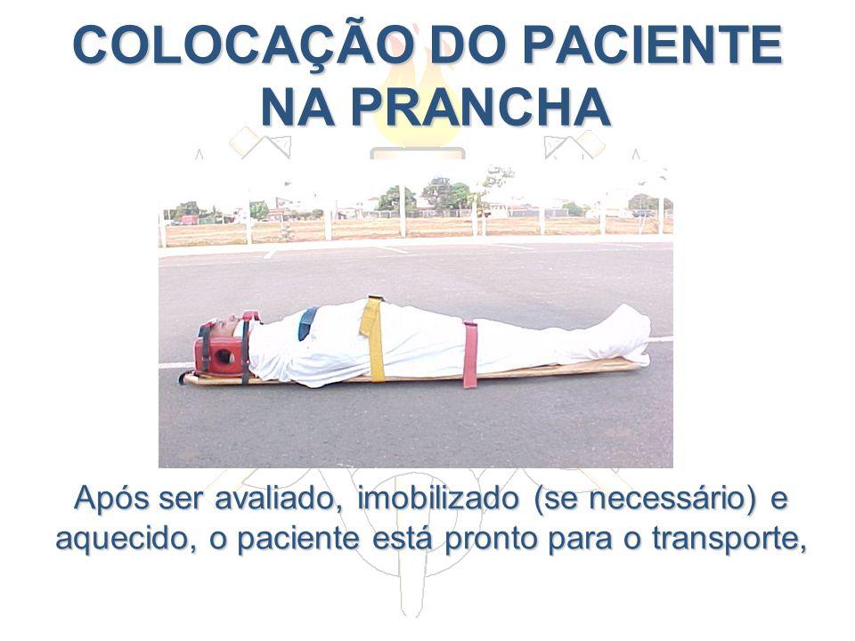 COLOCAÇÃO DO PACIENTE NA PRANCHA Após ser avaliado, imobilizado (se necessário) e aquecido, o paciente está pronto para o transporte,