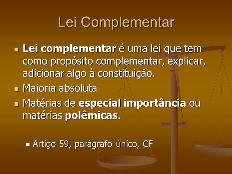 Lei Complementar Lei complementar é uma lei que tem como propósito complementar, explicar, adicionar algo à constituição. Lei complementar é uma lei q