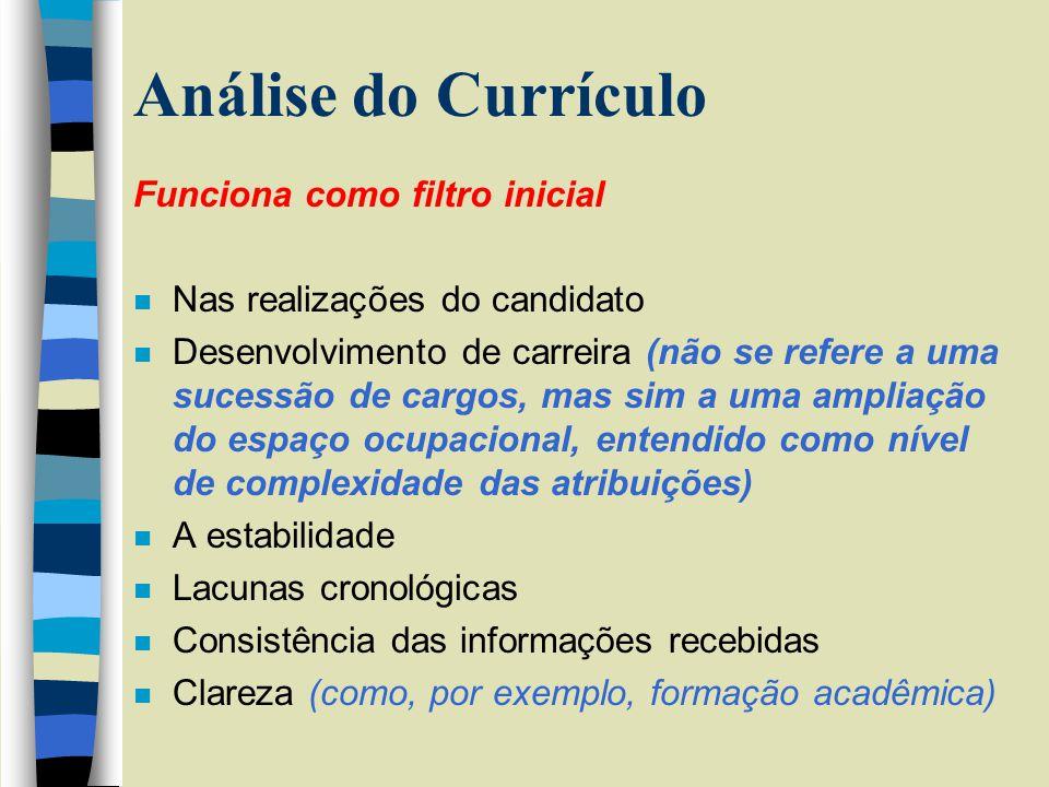Análise do Currículo Funciona como filtro inicial n Nas realizações do candidato n Desenvolvimento de carreira (não se refere a uma sucessão de cargos
