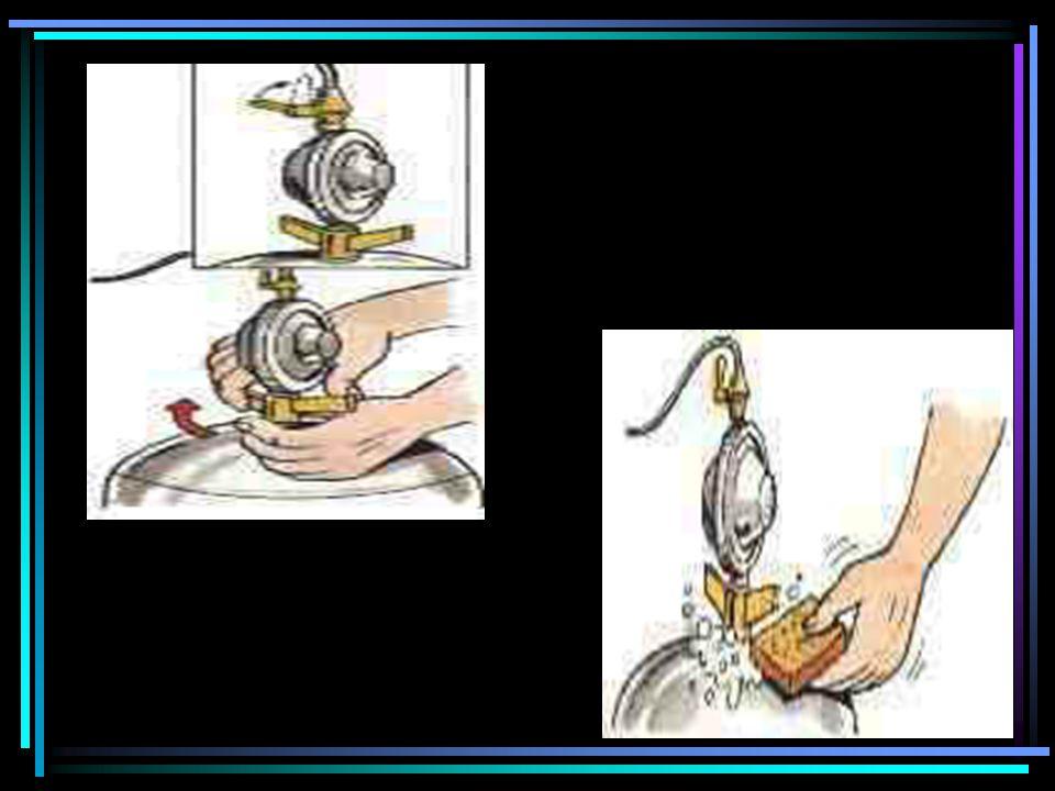 INSTALAÇÃO E UTILIZAÇÃO Instalar equipamento APROVADO; Não utilizar martelo para apertar a válvula; Não abrir o gás para depois riscar o fósforo; Havendo vazamento, verificar de imediato a sua origem.