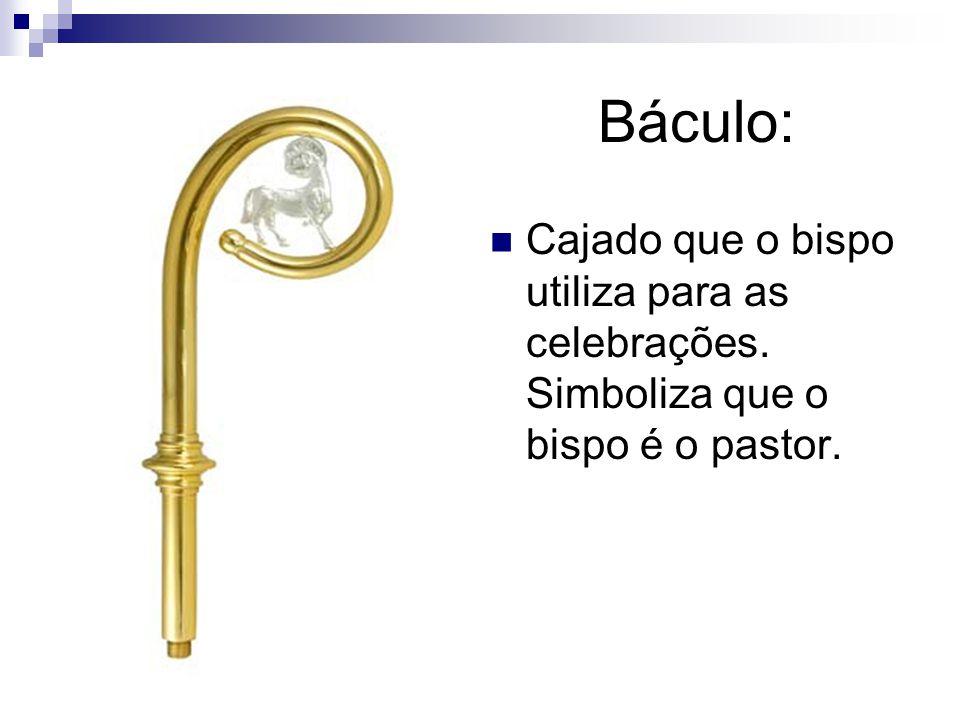 Báculo: Cajado que o bispo utiliza para as celebrações. Simboliza que o bispo é o pastor.
