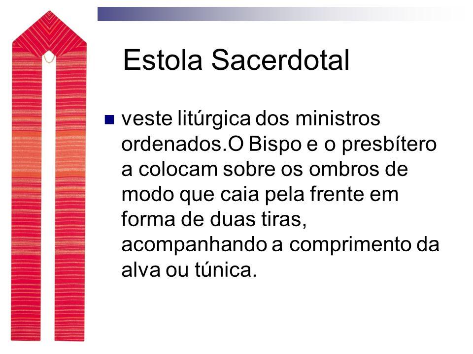 Estola Sacerdotal veste litúrgica dos ministros ordenados.O Bispo e o presbítero a colocam sobre os ombros de modo que caia pela frente em forma de duas tiras, acompanhando a comprimento da alva ou túnica.