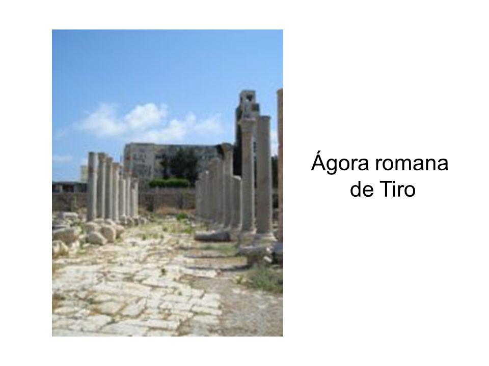 Ágora era a praça principal na constituição da pólis, a cidade grega da antiguidade clássica.