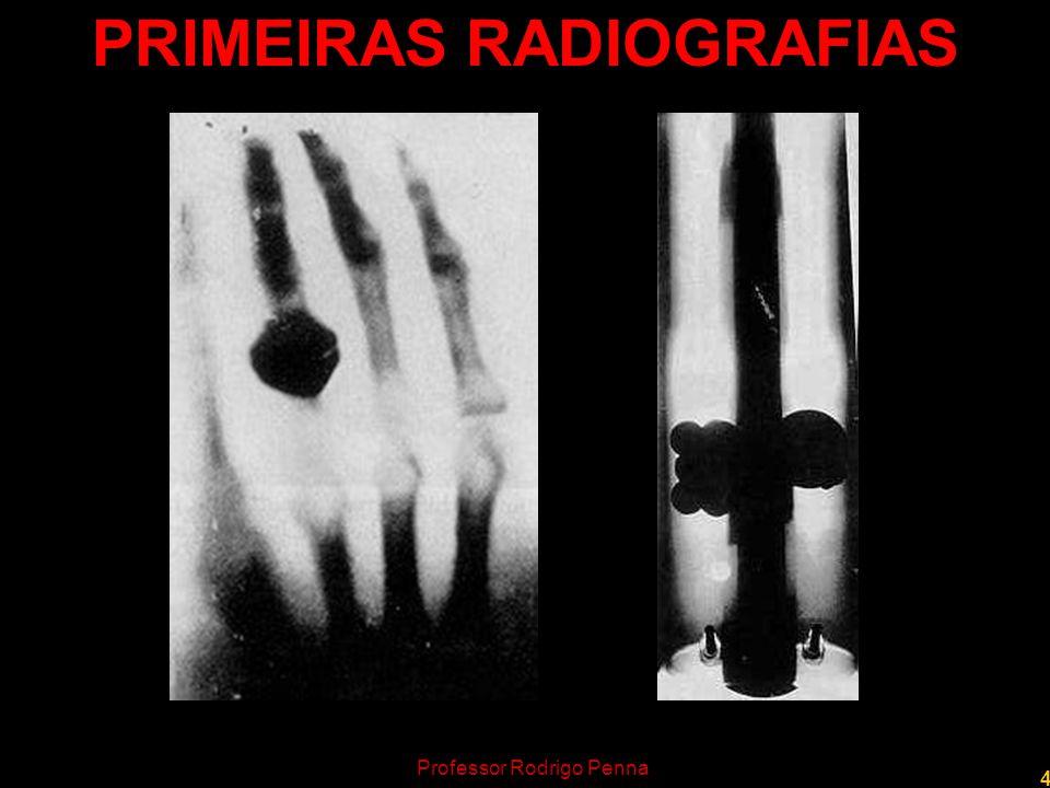 5 Professor Rodrigo Penna A DESCOBERTA Roentgen fazia experiências com uma ampola de Crookes quando percebeu uma fluorescência em uma placa de cianeto de platina e bário.