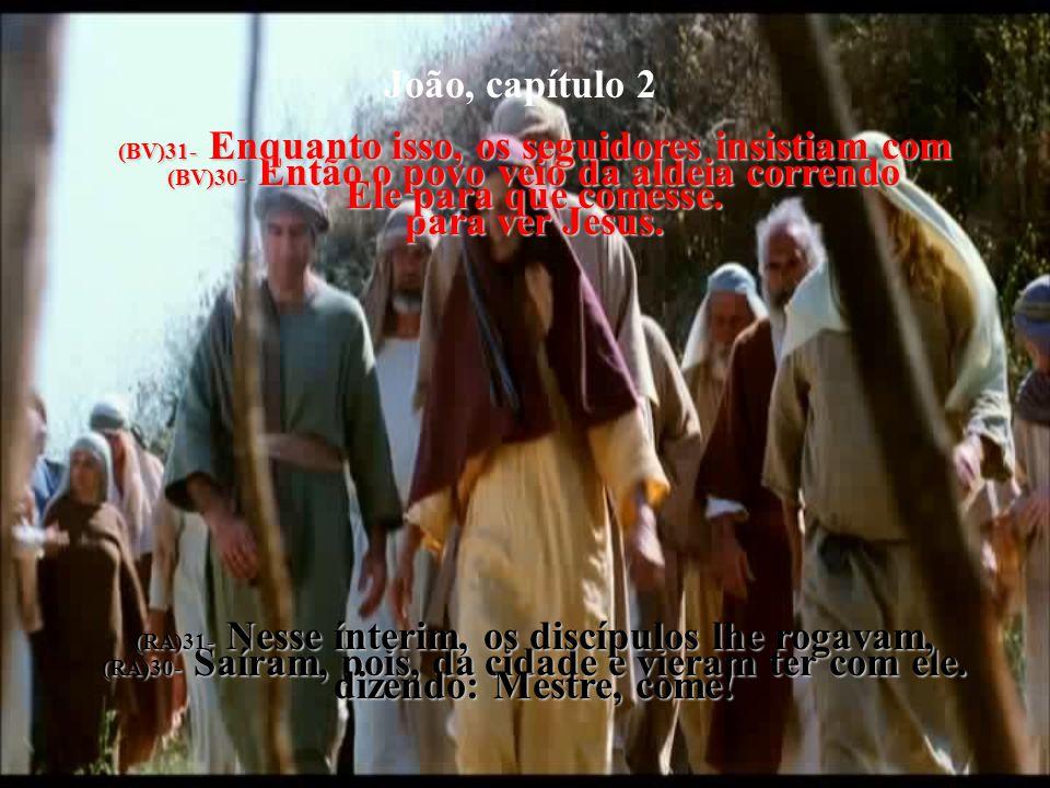 João, capítulo 4 (BV)27- Bem nesse momento chegaram os seguidores. Ficaram surpresos de encontrar Jesus falando com uma mulher, mas nenhum deles pergu