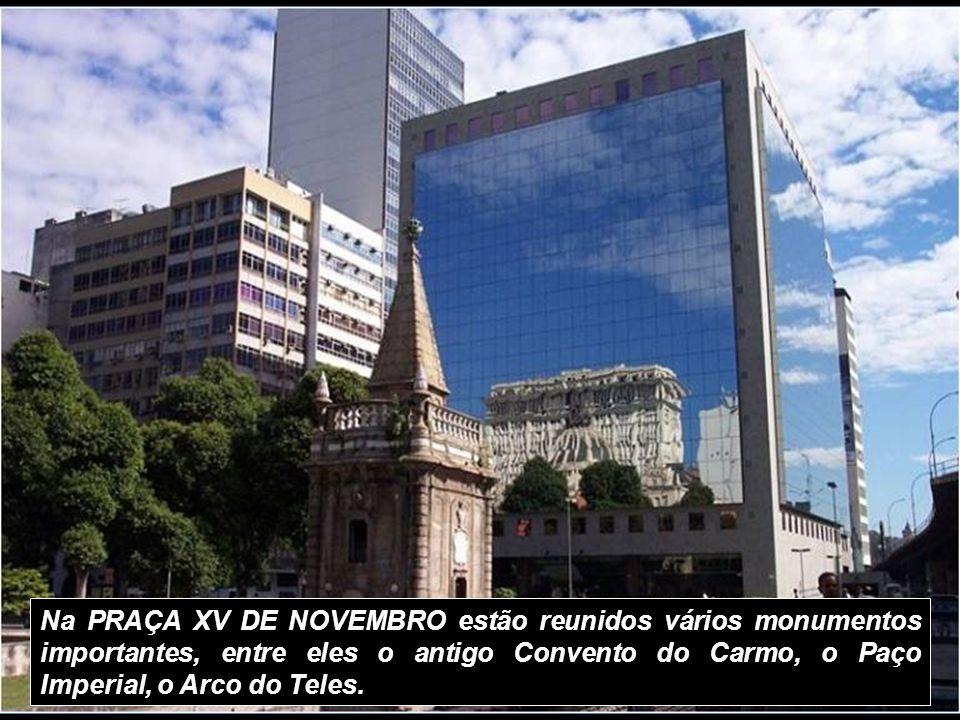 O CAÍS PHAROUX (Estação da Barcas para Niterói, Paquetá etc), era o ponto de partida para as viagens da família real brasileira para suas casas de ver