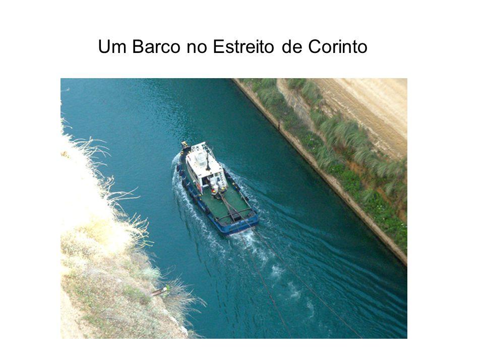 Um Barco no Estreito de Corinto
